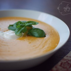 homemade pumpkin soup from {nifty thrifty things}