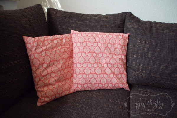 DIY pillow cover from {nifty thrifty things}