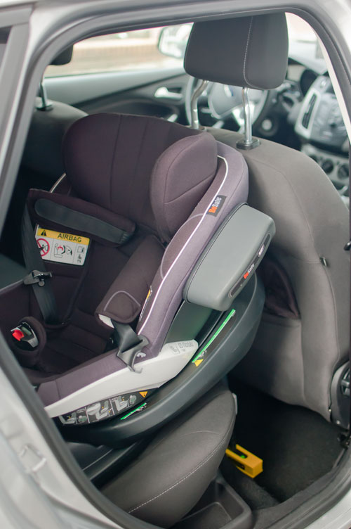 Why rear facing toddler car seats are safer on {nifty thrifty things}